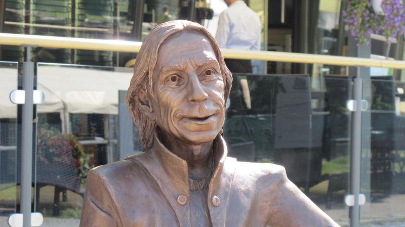 Nina Nesje - Teigen-statuen